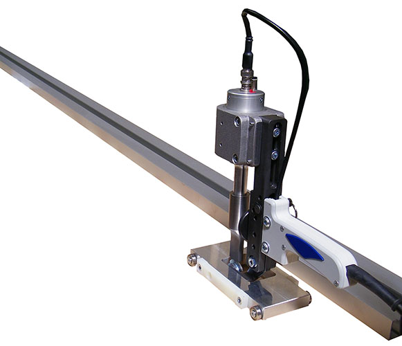 Straight ultrasonic cutting device